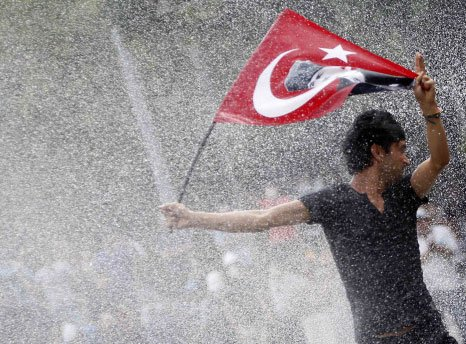 Turkish police crack down on revival of protests