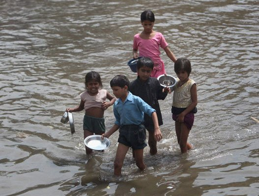 Yamuna flows over danger mark in Delhi
