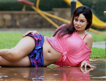 Item girl 'sorry' for blasphemous pose in 'Policegiri'