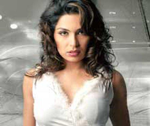 I want to compete with Priyanka Chopra: Pakistani actress Meera