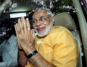 Modi tries to please Advani, Vajpayee, party elders
