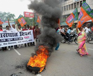 Bihar bandh turns violent