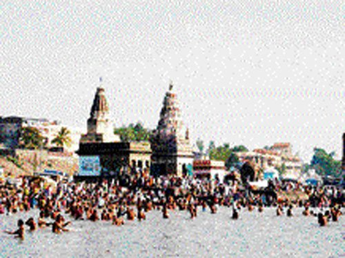 Govt to build yatrinivas  at Pandharpur, Tirupati