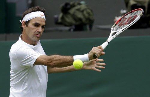 Federer races through, Azarenka survives fall