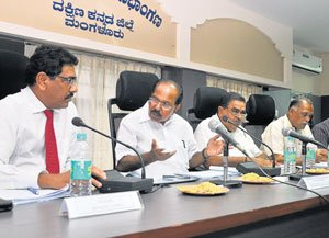 Solve road connectivity problem  to MSEZ within 10 days: Moily