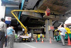 Concrete pieces fall off Metro pillars, traffic hit