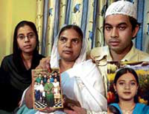 Congress, BJP spat over Ishrat case charge sheet