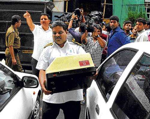 Cash seized from trucks is Rs 10 cr not 200 cr