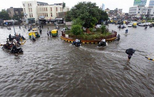 Heavy rain disrupts life in many areas