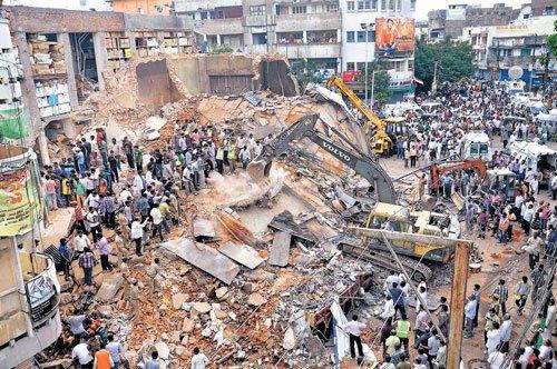 AP building collapse kills 13