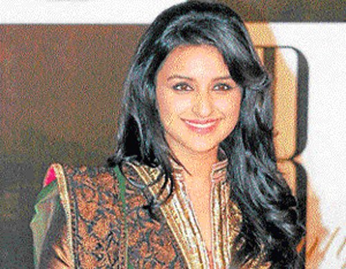 Parineeti, Sushant launch 'Shuddh Desi Romance' in pink city