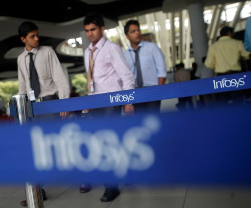 Weak rupee strengthens Infosys' revenue guidance