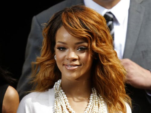 Rihanna arrives three hours late for concert