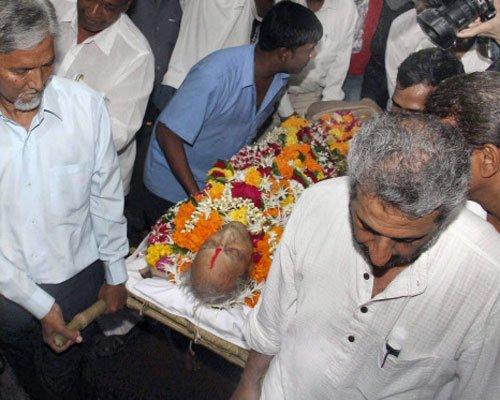 Family, fans bid adieu to Pran