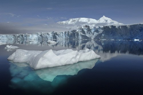 Massive ice sheets melting at rate of 300bn tonnes a year
