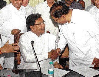 Siddu, ministers face flak from Cong MLAs