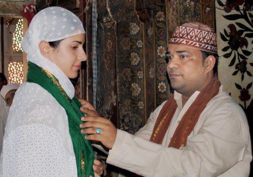 Katrina visits Salim Chishti's dargah; wants to shoot song