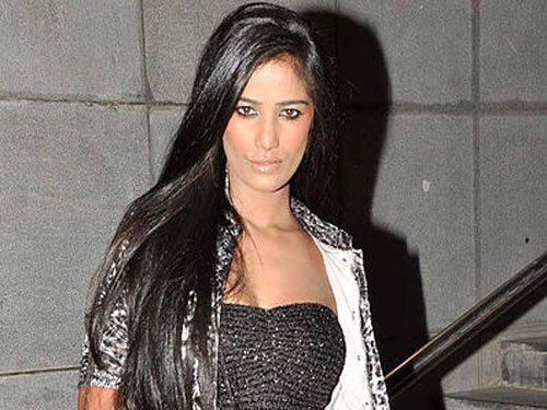 Please don't compare me with Sunny Leone: Poonam Pandey