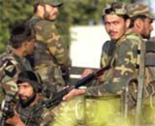 Pak troops  violate ceasefire