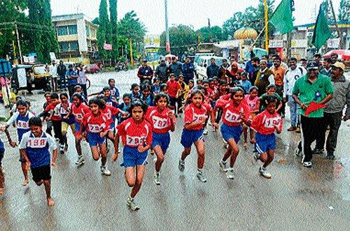 Govt school students bag prizes in marathon