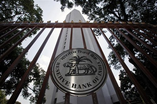 RBI hints at status quo; says rupee stability a priority