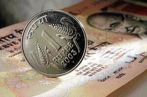 RBI keeps policy rates on hold; says rupee a priority