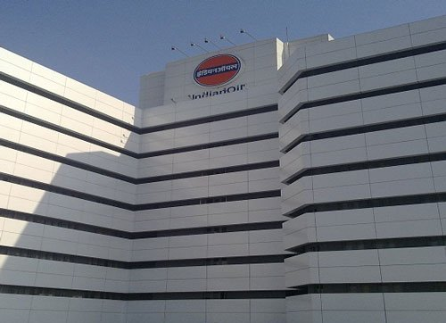 Government to sell 10 percent stake in Indian Oil