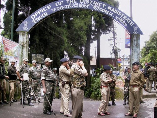 Home guards attacked, police camp set afire in Darjeeling hills