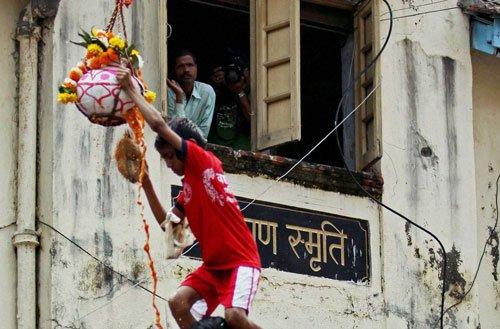 Gaiety, lucre drive Govindas to reach for dahi handis