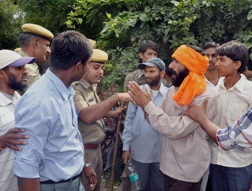 Asaram's supporters go berserk, attack media, police