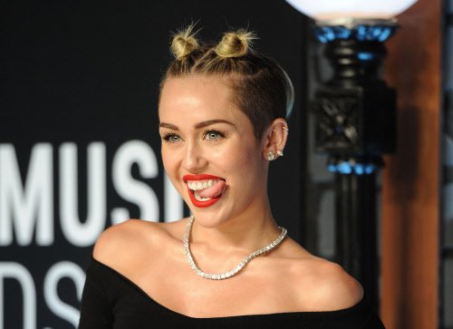 Wanted to create history: Miley on raunchy act