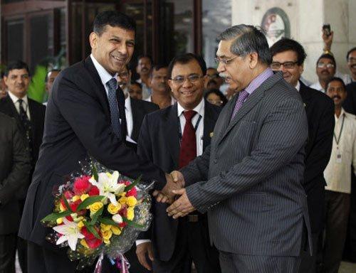 Rupee climbs 106 paise to 66.01 against dollar on Rajan steps