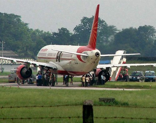 Air India hikes fares, dumps ticket discount