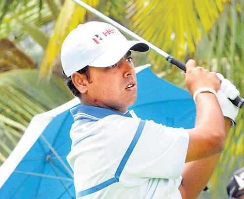 Brilliant Lahiri grabs clubhouse lead in style