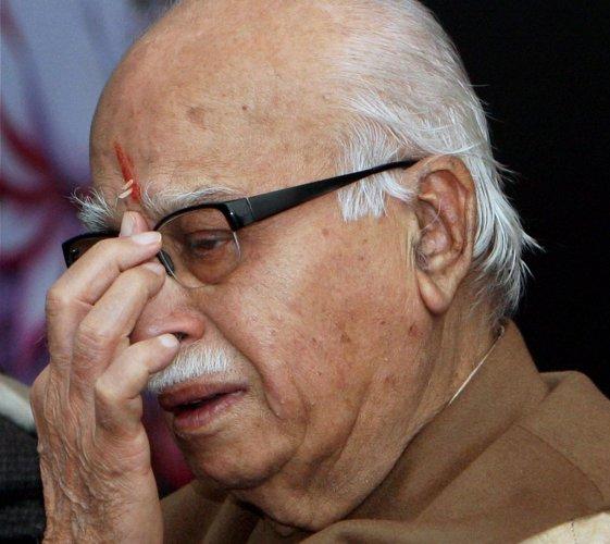 Advani, Swaraj, RSS chief meet to sort out Modi issue