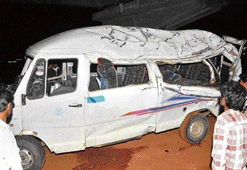 Three killed as MUV rams tipper