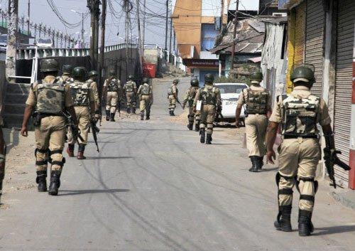 J-K govt employees, police clash in Srinagar