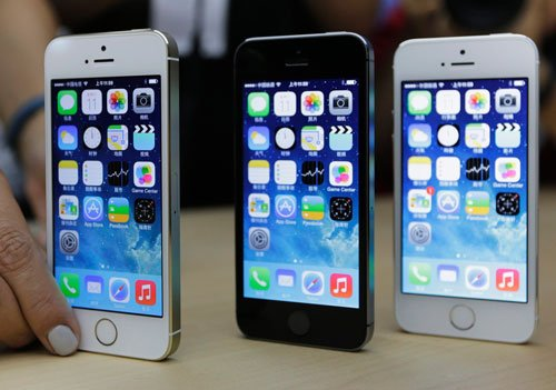 New iPhones fail to impress markets, analysts