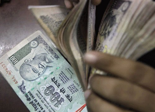 Re dips further 32 paise Vs dollar in morning deals