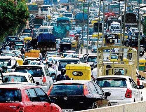 Govt sets 45-day deadline  to decongest City roads