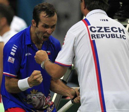 Czechs, Serbia take lead