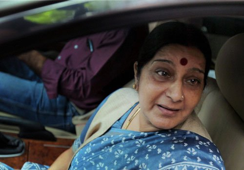 Swaraj, Ananth Kumar meet Advani
