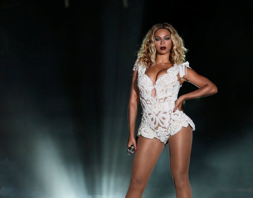 Beyonce dragged into crowd at a concert