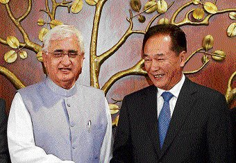 Sino-Indian boundary problem not insurmountable: Khurshid