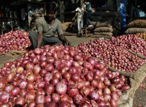 Onion prices again touch Rs 70/kg on supply crunch