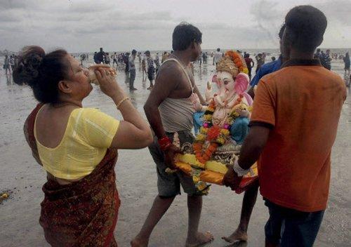 Lord Ganesha gets emotional adieu in Mumbai