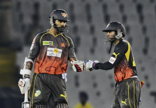 Blazing Dhawan guides Sunrisers into main round