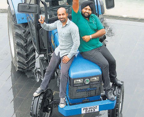 Haryana duo covers7,050 km on tractor journey