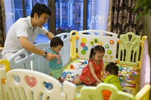 Wealthy Chinese seek U.S. surrogates for second child, green card