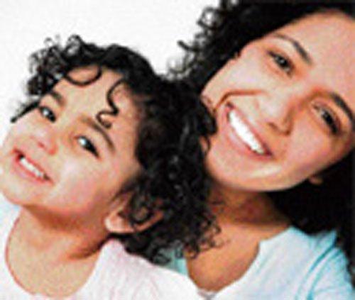 Overbearing moms to blame for daughters' poor social skills